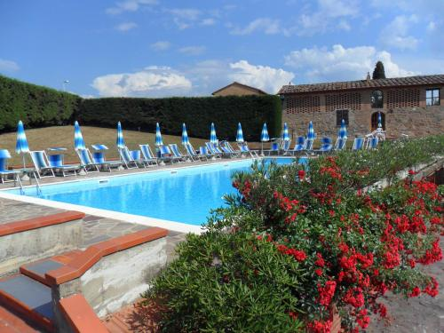 The swimming pool at or near RELAIS Le Querciole