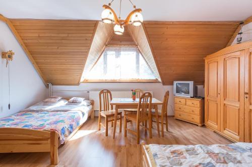 Łóżko lub łóżka w pokoju w obiekcie Apartament Dolne Krupowki