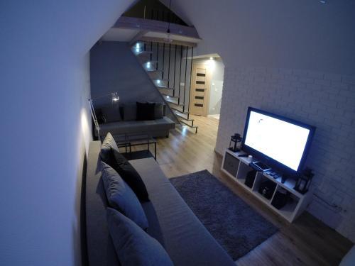 Telewizja i/lub zestaw kina domowego w obiekcie Studio Stroma Zakopane