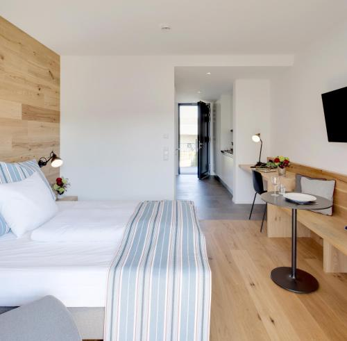 A bed or beds in a room at Hotel M120