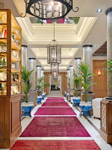 El vestíbulo o zona de recepción de Boutique Hotel H10 Villa de la Reina