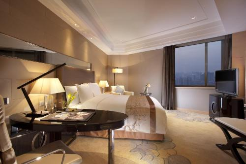 A television and/or entertainment center at Crowne Plaza Xi'an