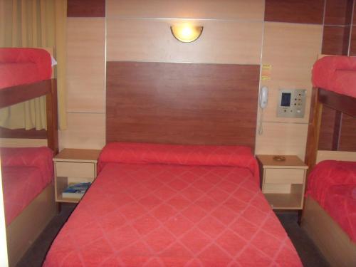 Кровать или кровати в номере Hotel Embajador