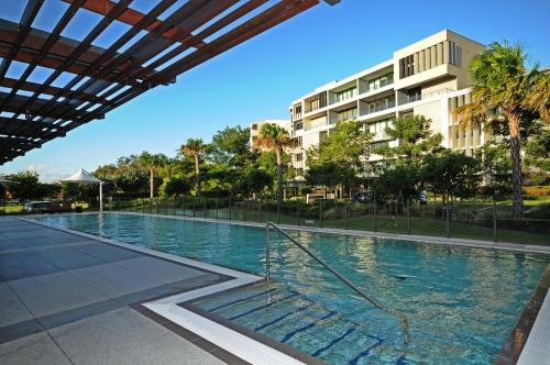 The swimming pool at or near Allisee Apartments
