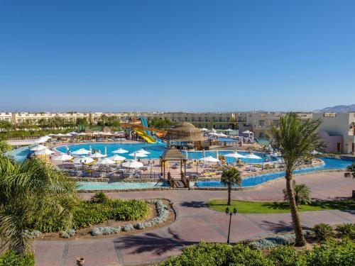 منظر المسبح في كونكورد السلام شرم الشيخ - المبنى الرياضى او بالجوار