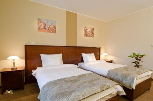 A bed or beds in a room at Garni Hotel Semlin B&B