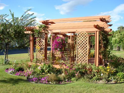 A garden outside Canadas Best Value Inn Kelowna