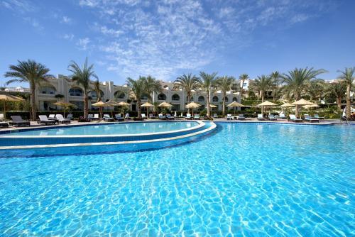 Бассейн в Sunrise Montemare Resort -Adults Only или поблизости