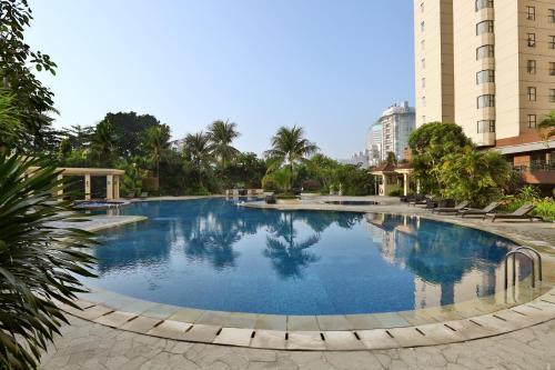 The swimming pool at or close to Aryaduta Suite Semanggi