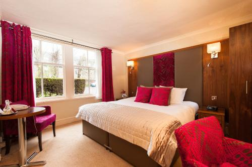 A bed or beds in a room at Kildonan Lodge Hotel