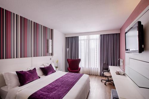 Cama ou camas em um quarto em Radisson Hotel Curitiba