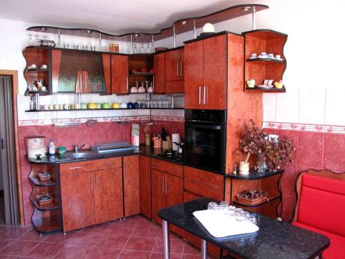 A kitchen or kitchenette at Casa Oana