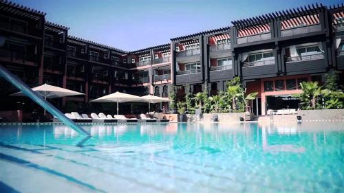 Piscine de l'établissement Hôtel & Ryads Barrière Le Naoura ou située à proximité