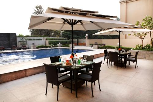 A restaurant or other place to eat at The Metropolitan Hotel & Spa New Delhi