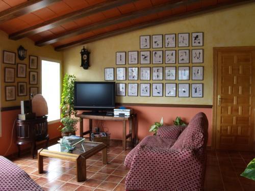 A television and/or entertainment center at Hostal El Mirador