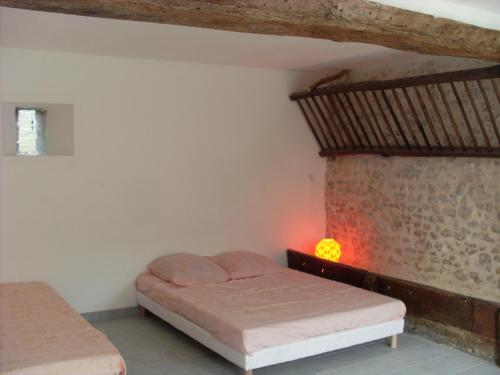 Un ou plusieurs lits dans un hébergement de l'établissement Gite de l'Orangerie