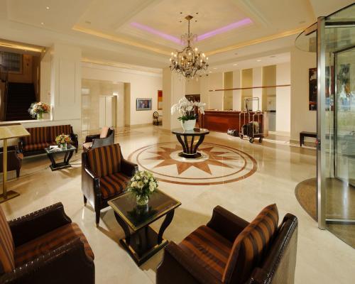 The lobby or reception area at Hôtel de la Paix Lausanne