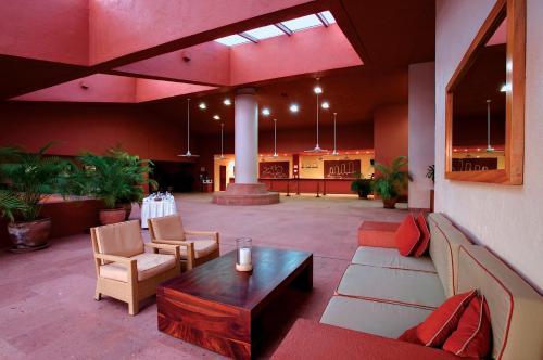 The lobby or reception area at Las Brisas Huatulco