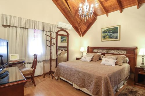 A bed or beds in a room at Pousada Bella Terra