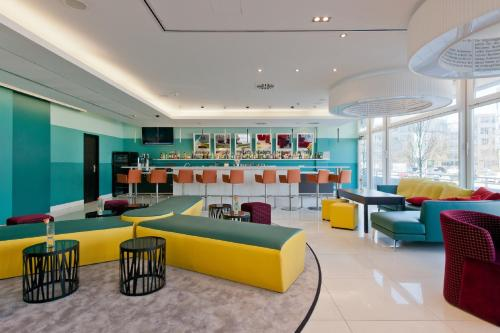 The lounge or bar area at Mercure München Ost-Messe