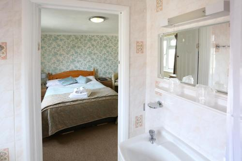 A bathroom at Dorset Hotel, Isle of Wight