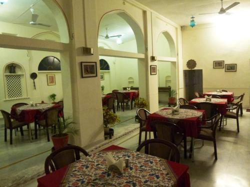 A restaurant or other place to eat at Dev Niwas - Heritage Hotel