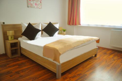 Een bed of bedden in een kamer bij Hotel Platinium