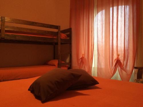 Letto o letti a castello in una camera di B&B Al Cuore Del Borgo