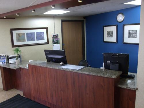 The lobby or reception area at Relax Inn