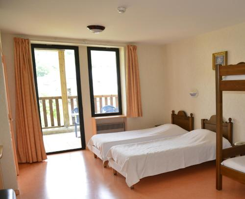 A bed or beds in a room at Logis Aranc Evasion
