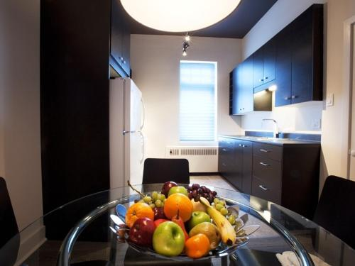 A kitchen or kitchenette at Hotel Hippocampe - Caters to Gay Men / Reserve aux hommes