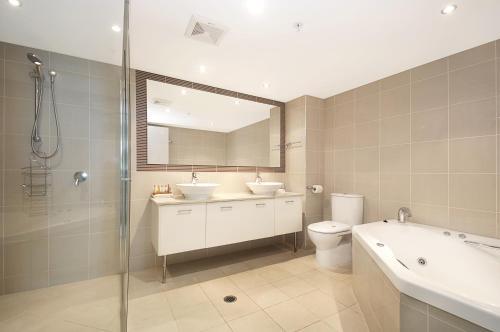 A bathroom at Aqua Vista Resort