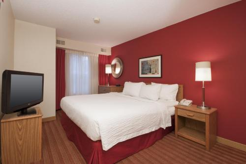 A bed or beds in a room at Residence Inn by Marriott Davenport
