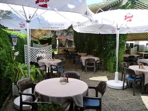 Ein Restaurant oder anderes Speiselokal in der Unterkunft Hotel Kohlpeter