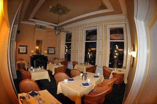 A restaurant or other place to eat at Budget Hotel Le Beau Rivage