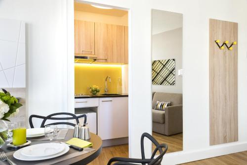 A kitchen or kitchenette at Citadines Tour Eiffel Paris