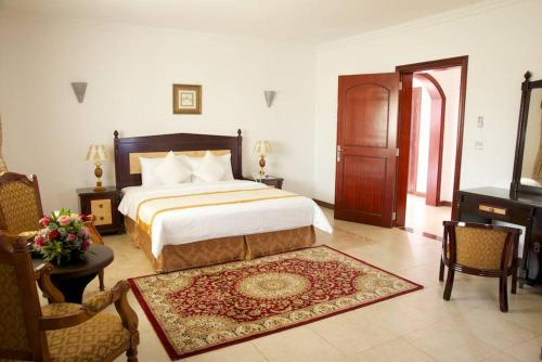 A bed or beds in a room at Green Mubazzarah Chalets