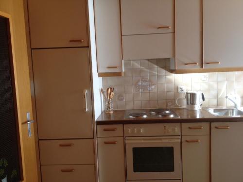 Küche/Küchenzeile in der Unterkunft Staldenried Ferienwohnung