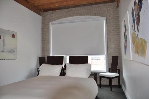 A bed or beds in a room at Hotel Ocho