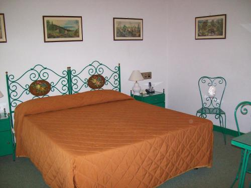 A bed or beds in a room at Allegroitalia Elba Napoleon