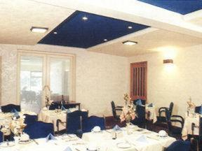 A restaurant or other place to eat at Willowbank Hotel