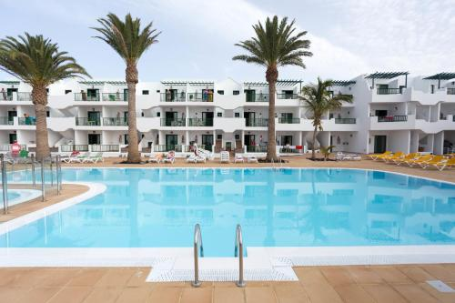 Het zwembad bij of vlak bij Apartamentos Acuario Sol