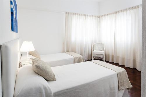 A bed or beds in a room at Facón Del Mar Hotel