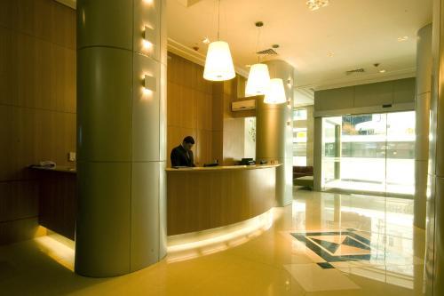 O saguão ou recepção de Hotel Atlântico Business Centro