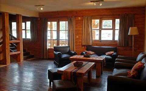 A seating area at Hotel Knapp Cerro Catedral