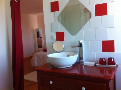Een badkamer bij La Grange du Coulin