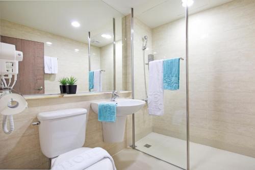 A bathroom at 53 Hotel