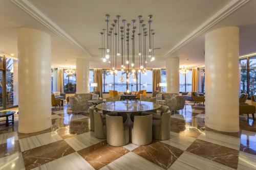 Een restaurant of ander eetgelegenheid bij Palladium Hotel Palmyra - Adults Only