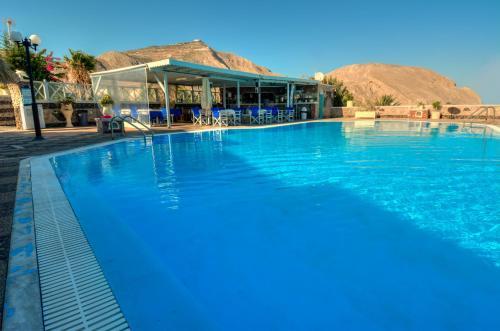 Der Swimmingpool an oder in der Nähe von Perivolos Sandy Village
