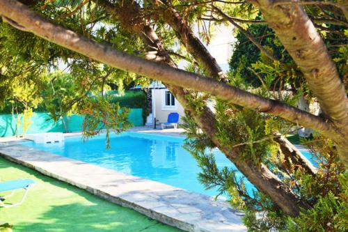 The swimming pool at or close to Dryoussa Apartments